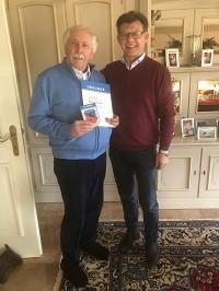 Helmut Sperr gratuliert Peter Keilhacker zum 75. Geburtstag und zu 60 Jahre Reit- und Fahrverein Taufkirchen/Vils